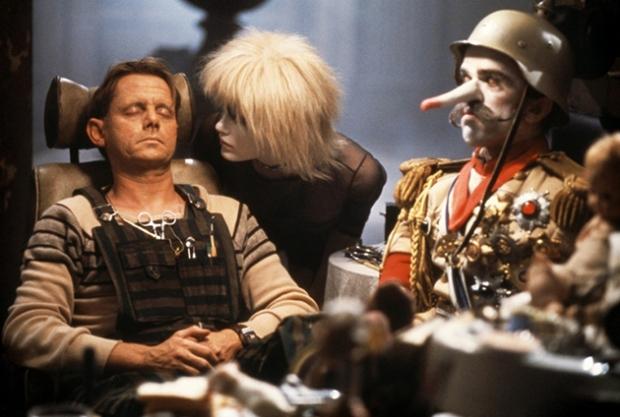 Dockmakaren JF Sebastian i Blade Runner, råkar ut för replikanterna