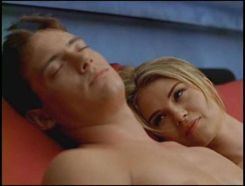 Jason London och Missy Crider i Alien Cargo