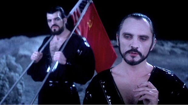 General Zod (Terence Stamp) börjar med att erövra månen