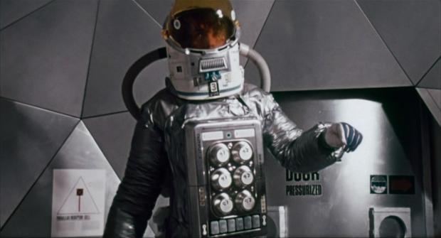 Ut på rymdpromenad för att tala bomben till rätta