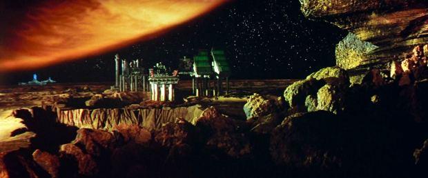 Rymdstationen på Io är också designad av Martin Bowers