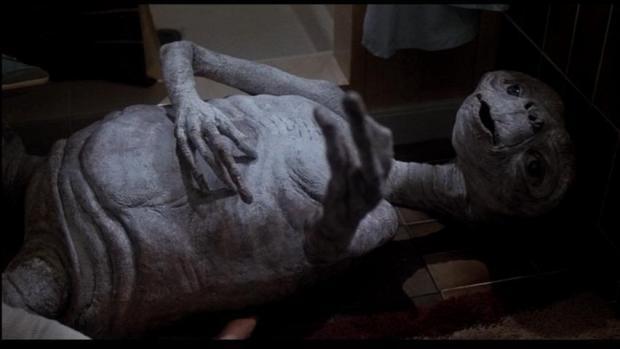E.T blir sjuk och dör