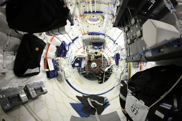 ISS byggdes upp i regissören William Eubanks garage