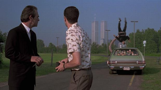 En av många kul detaljer är hur Will Smith blir dunkad i biltaket av tentaklerna