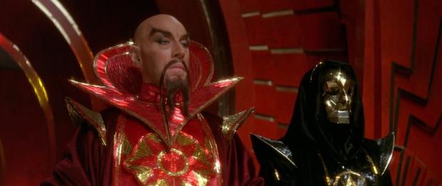 Max von Sydow är kejsar Ming, med sin trogne general Klytus