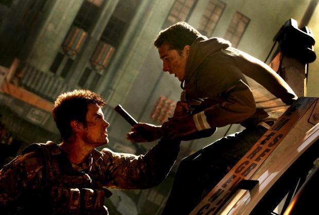 Josh Duhamel och Shia laBeouf i Transformers