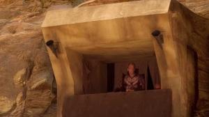 Kungen tittar ut ur sin grotta