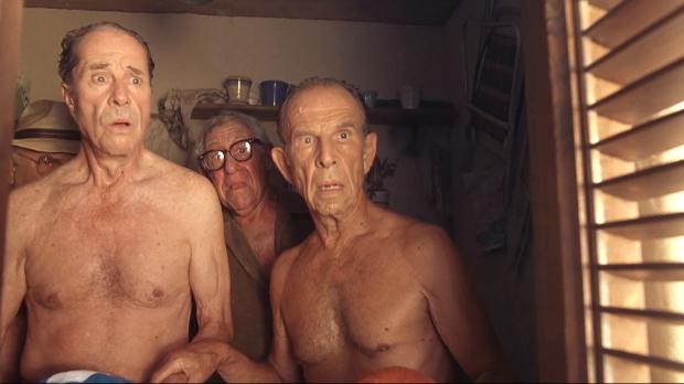 Don Ameche och Hume Cronyn, i förgrunden, är två av Cocoons klart lysande stjärnor