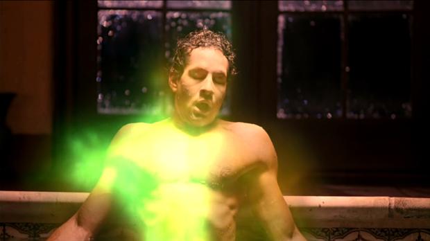 Steve Guttenberg råkar ut för lite rymdljus