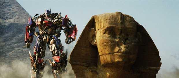 Optimus Prime slår sönder många antika monument