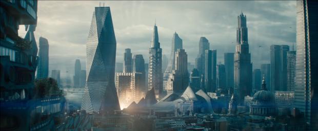 Attacken mot San Francisco. Vi ser USS Enterprise krascha mitt i stan, och vi ser Harrison/Cumberbatch smyga iväg från platsen med ytterligare en ond min