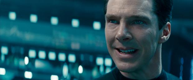 """""""Now, shall we begin?"""" - och nu börjar snabba klipp i trailern. Enterprise attackeras"""