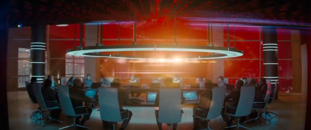 Starfleets konfarum, där vi vet sen tidigare trailers att de diskuterar en stor terrorattack mot London. En explosion följs av flera - även SF är under attack
