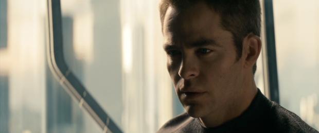 Trailern inleds med amiral Pikes röst som håller ett allvarligt snack med Kirk. Vi ser den allvarlige Kirk