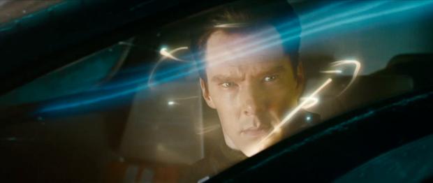 Det är Benedict som attackerar! I sitt rymdskepp, och med en ond min