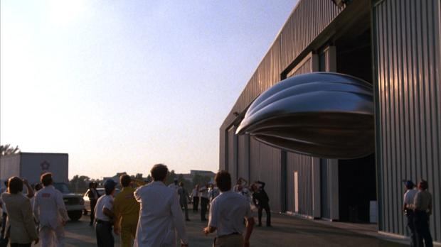 Max bryter sig lös från NASAs hangar