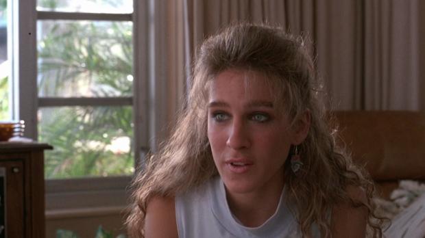 Carolyn spelas av Sarah Jessica Parker, och är den som lär David allt om 80-talet