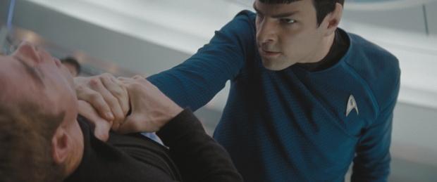 Kirk (Chris Pine) är inte superpopulär hos Spock (Zachary Quinto)