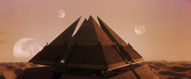 Ras rymdskepp använder pyramiderna som landningsplats