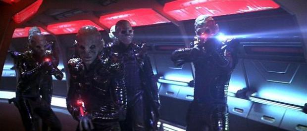 Remanerna skjuter, och Federationen skjuter tillbaka. Länge.