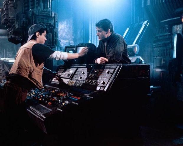 Dean Devlin och Michael Paré i Moon 44