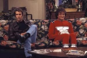 Mork och Fonzie, i det avsnitt av Happy Days där Mork dök upp första gången