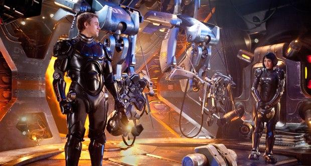 Charlie Hunnam och Rinko Kikuchi är Jaegerpiloterna som snabbt tvingas lära sig styra en robot tillsammans