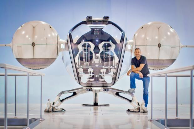 David Simon med bubbleship från Oblivion, från SFX
