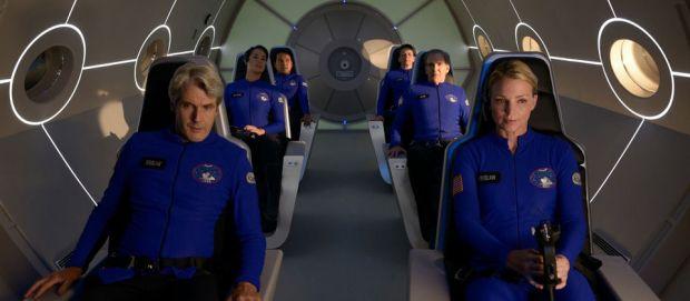 Utmärkande för besättningen ombord på rymdfärjan är att de alla har en bad hair day