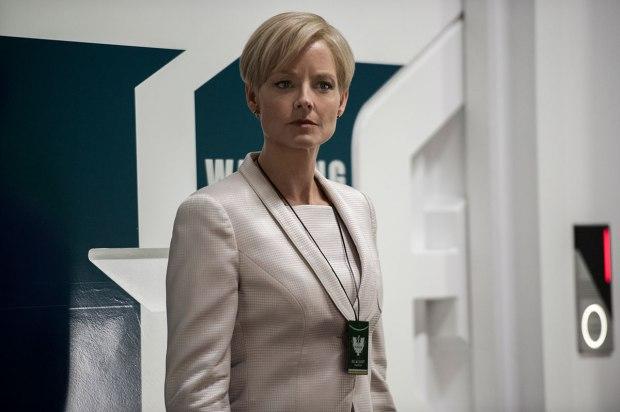 Jodie Foster spelar Secretary Delacourt i TriStar Pictures' Elysium.