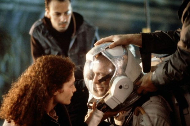 Ed Harris, Mary Elizabeth Mastrantonio och  Todd Graff i The Abyss