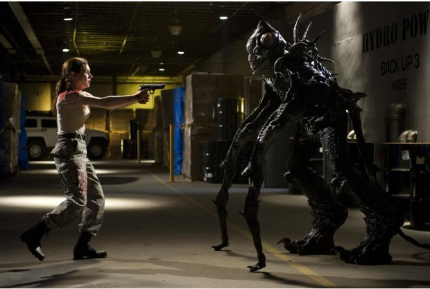 Rachel Miner vs alien