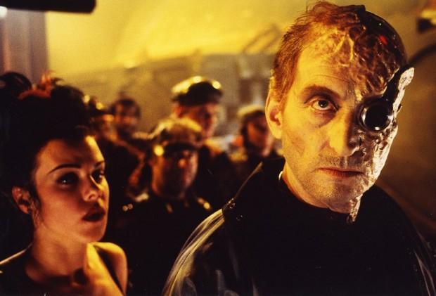 Charles Dance som piratkung.