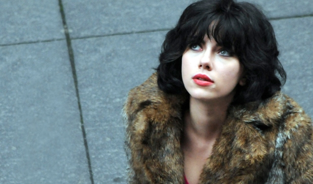 Scarlett Johansson i Under the skin stirrar stint