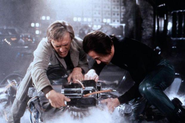 Adam och Benson brottar ned Hector