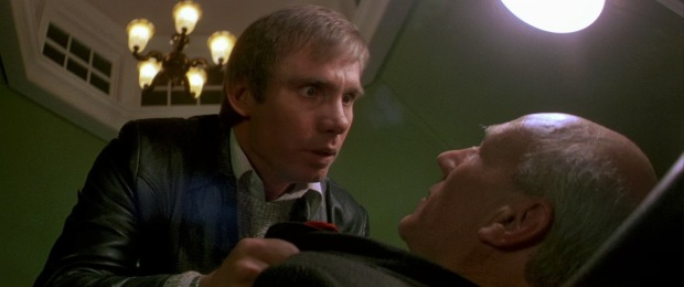 Astronauten Carlsen träffar på en besatt läkare, spelad av Patrick Stewart