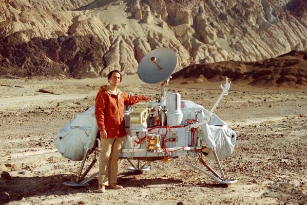 Carl Sagan's Cosmos (1980) - se hela tv-serien här