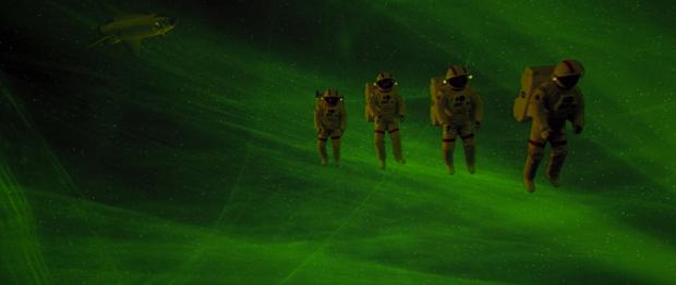 Astronauterna på väg in i vampyrskeppet