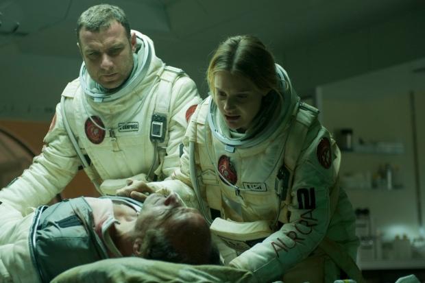 Regel nummer ett för astronauter: släpp aldrig, aldrig ombord en infekterad kollega