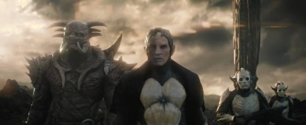 Mörkalvernas kung har ett mäktigt rymdskepp och en tung medhjälpare
