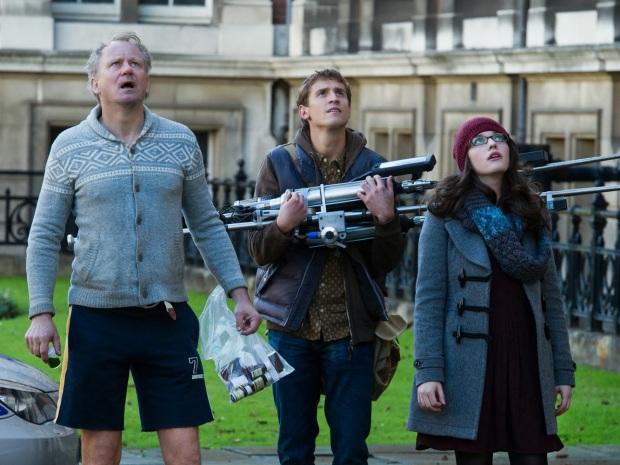 Dr. Erik Selvig (Stellan Skarsgard), Ian Boothby (Jonathan Howard), Darcy Lewis (Kat Dennings)