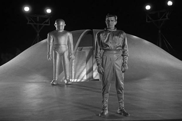 Klaatu och Gort vid sitt flygande tefat, 1951