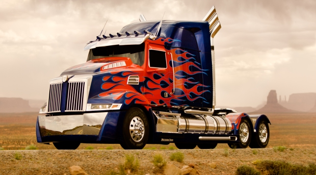 Optimus Prime i sin bilgestalt, i Transformers Age of Extinction