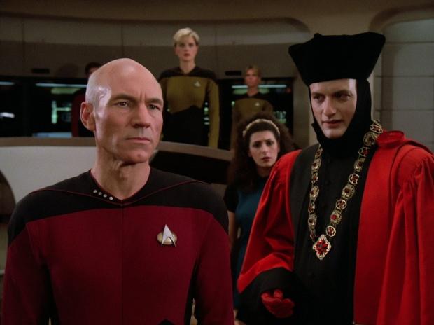 Picard, Troi och Q