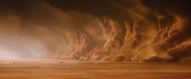 Sandstormen nalkas i Mad Max Fury Road