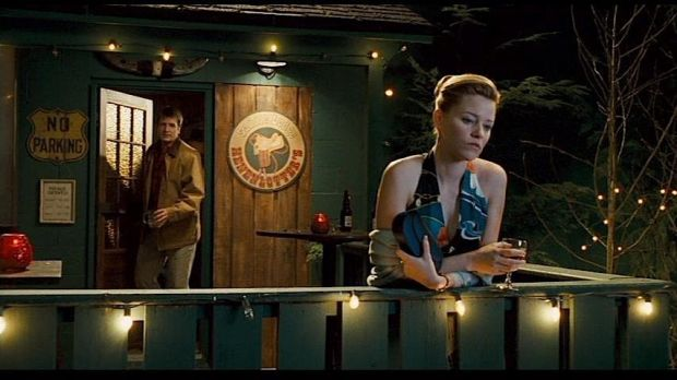 Nathan Fillion och Elizabeth Banks i Slither