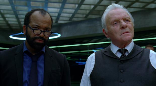 Bernard Lowe-och Robert Ford styr robotarna i Westworld
